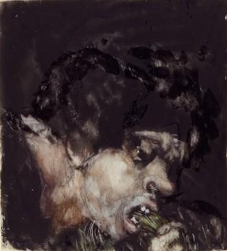 Hombre comiendo puerros