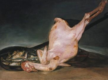 Pavo muerto pelado y sartén de sardinas
